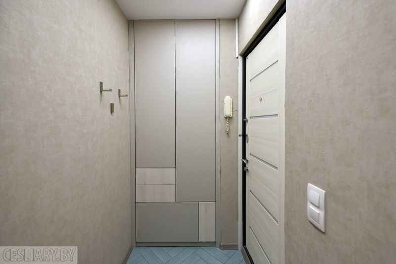 Шкаф в прихожую на ул. Клумова